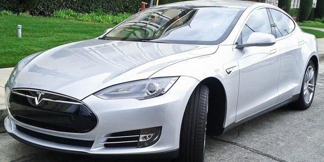 Стало известно, сколько электрокаров Tesla ввезли в Украину 1