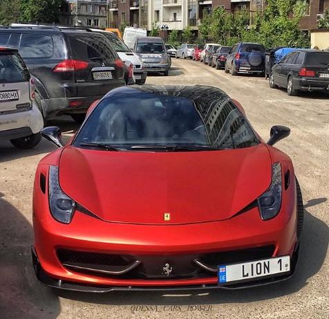 В Одессе засняли мощный тюнингованный суперкар Ferrari 1