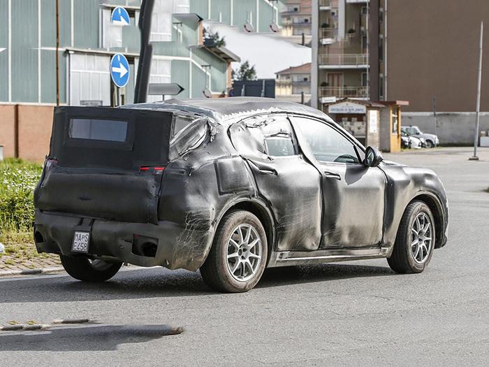 На тестах замечен новый кроссовер Alfa Romeo Stelvio 2