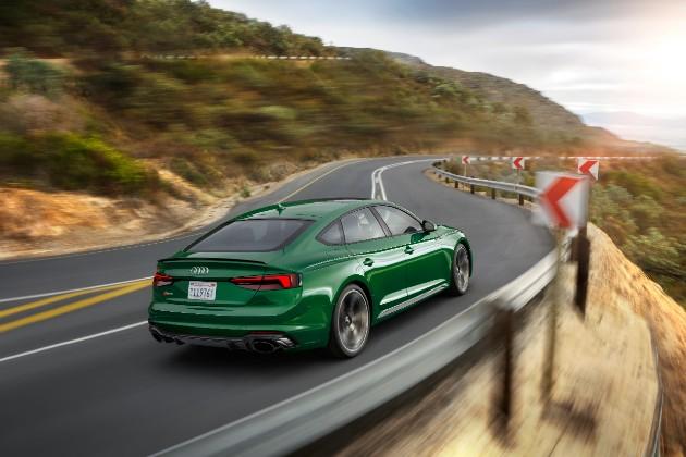 Компания Audi презентовала  пятидверное купе RS 5 Sportback 2