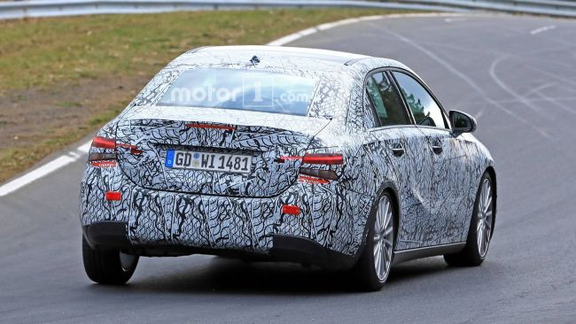 Новый седан Mercedes-Benz вышел на тесты 3