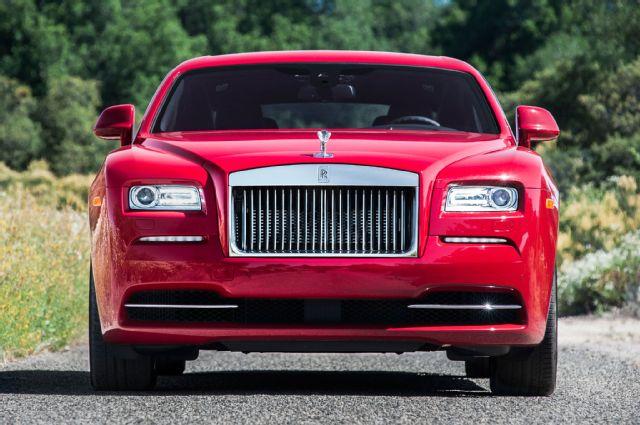Один клиент заказал сразу три кабриолета Rolls-Royce Dawn 1
