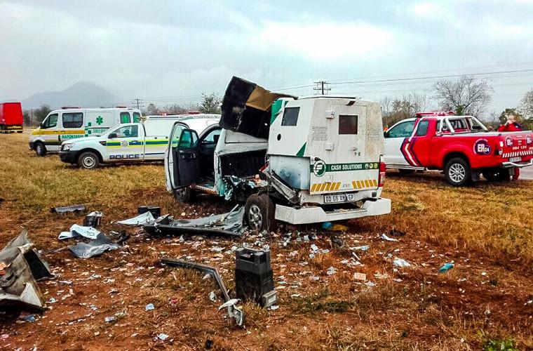 Преступники, напавшие на инкассаторскую машину, случайно устроили денежный «дождь» 1