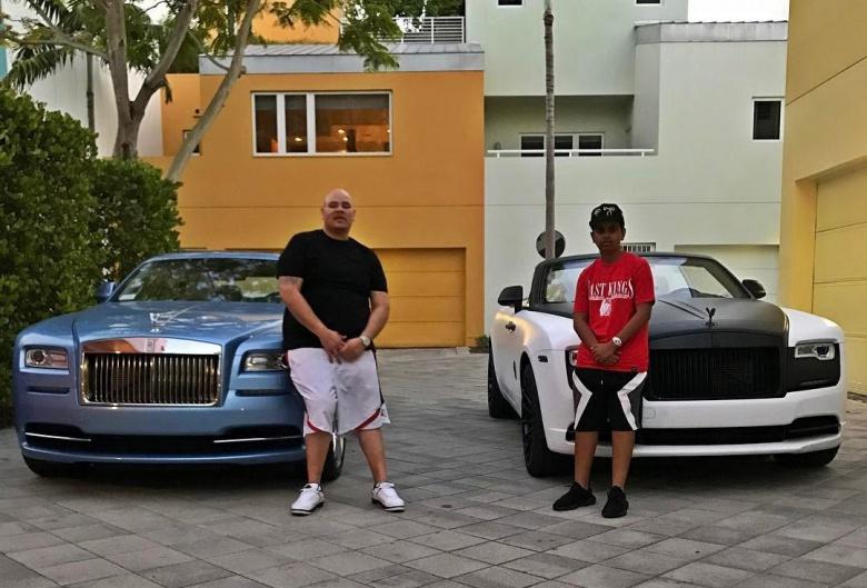 Подросток получил в подарок Ferrari и ждет еще Bentley 2