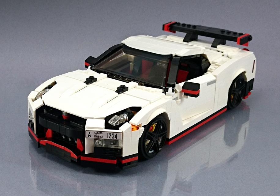 Очередное творение из конструктора Lego 1