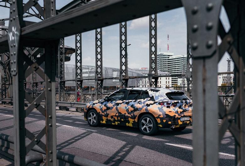 Тестовый прототип BMW «одели» в «боевой» камуфляж 3