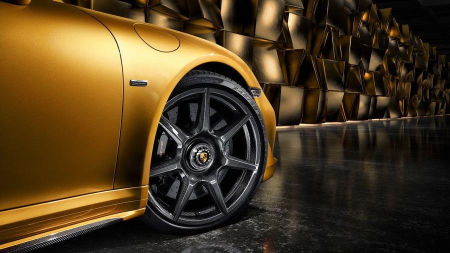 Компания Porsche сделала колесные диски из углерода 1