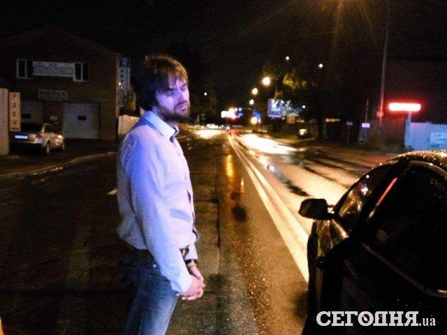 Украинский автомобилист заснул прямо на «двойной осевой» 2