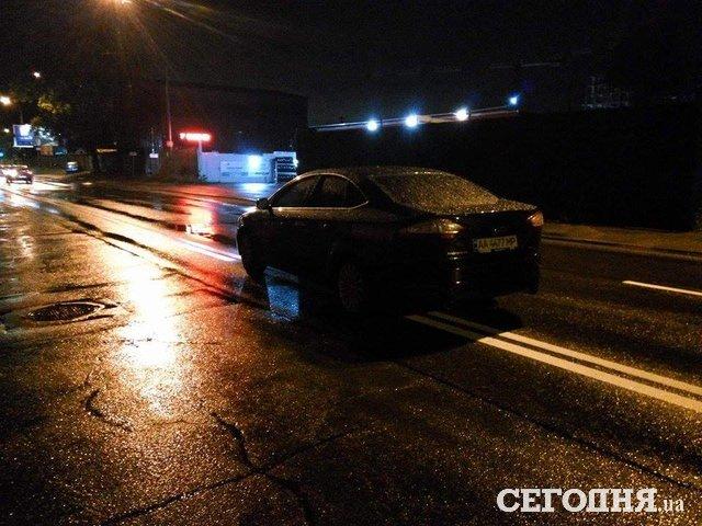 Украинский автомобилист заснул прямо на «двойной осевой» 1
