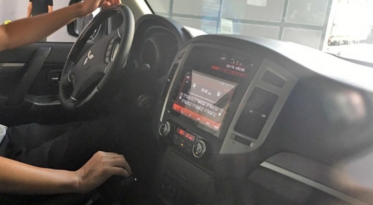 Компания Mitsubishi слегка обновила внедорожник Pajero 2