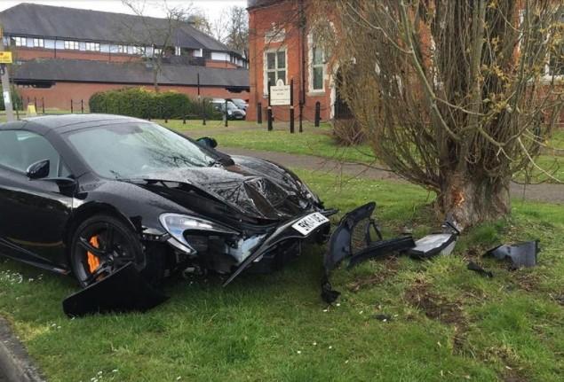 Автомобили, которые попали в аварию, едва успев покинуть автосалон 4