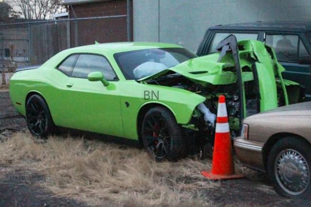 Автомобили, которые попали в аварию, едва успев покинуть автосалон 6