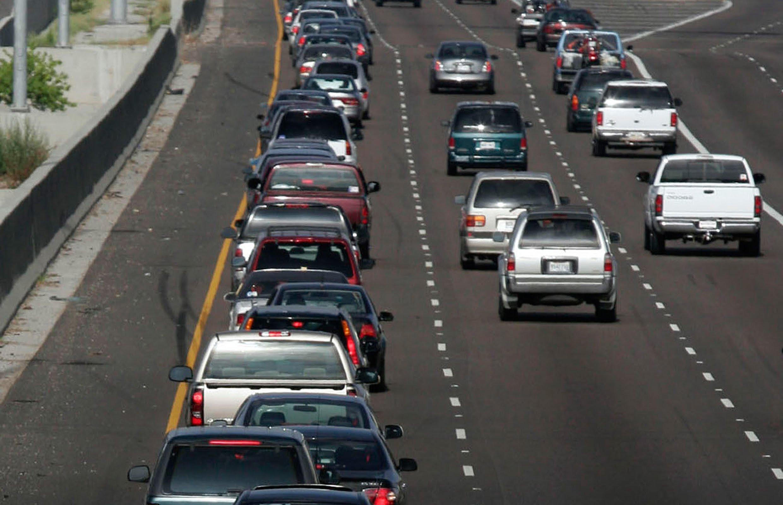 В США запретили ездить медленно 1