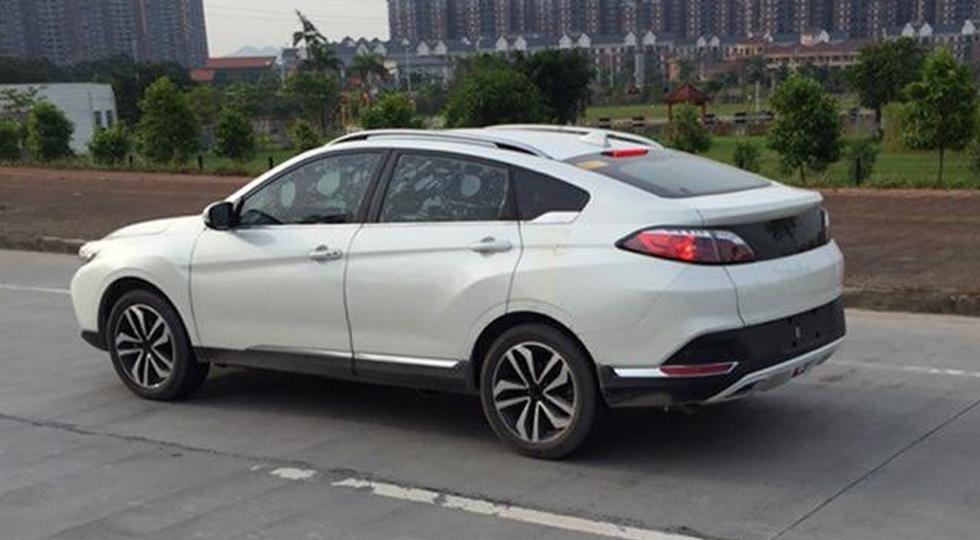 В Китае появится новый купеобразный кроссовер Venucia T90 2