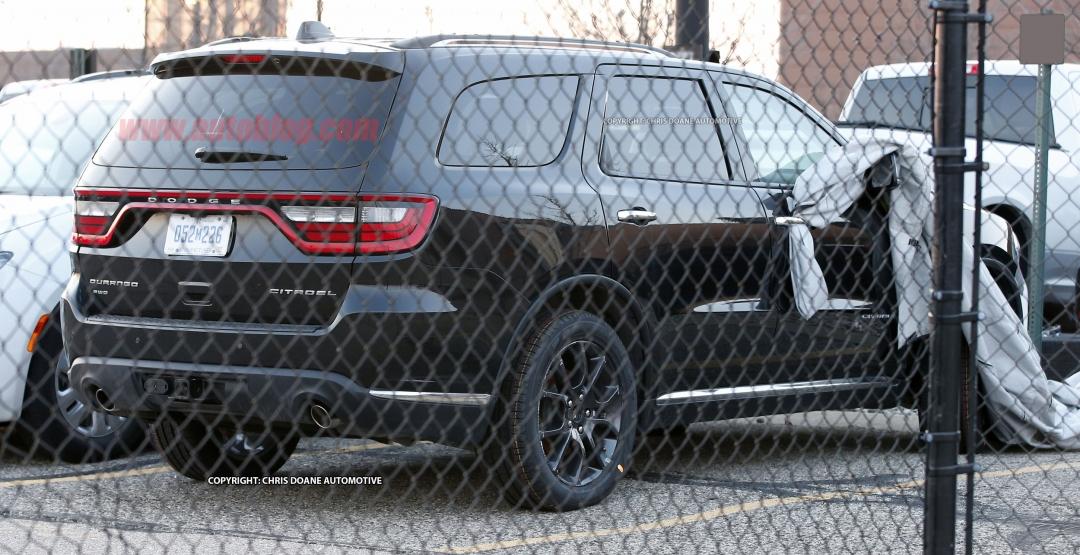 На парковке заметили прототип «заряженного» Dodge 1