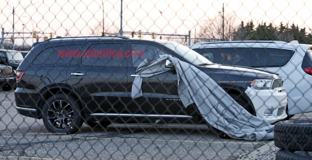 На парковке заметили прототип «заряженного» Dodge 2