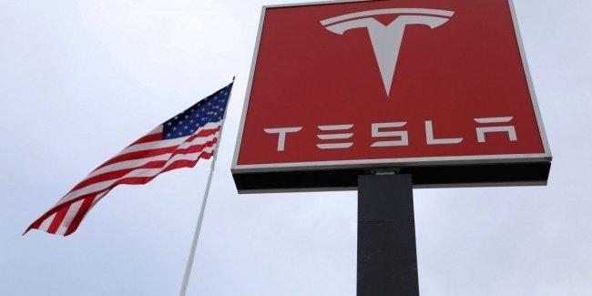 Tesla покинул третий за неделю топ-менеджер 1