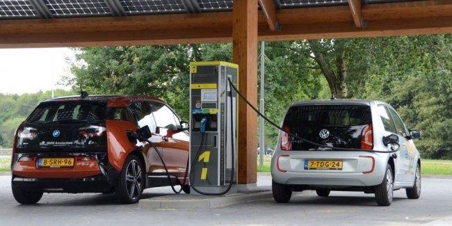 Евросоюз планирует заставить автопроизводителей активнее продвигать электрокары 1