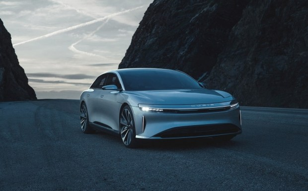 Прямому конкуренту Tesla выделили $1 миллиард инвестиций 2