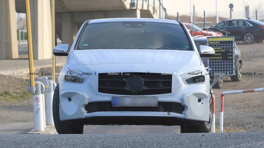 Новый Mercedes-Benz B-Class покажут в Париже 1