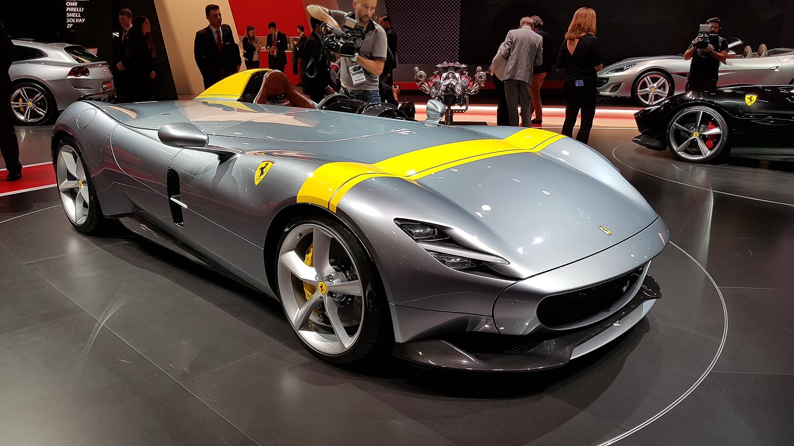 Ferrari презентовала в Париже два невероятно крутых суперкара 1