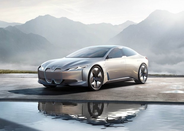 BMW определилась с датой дебюта электрокара i4 1