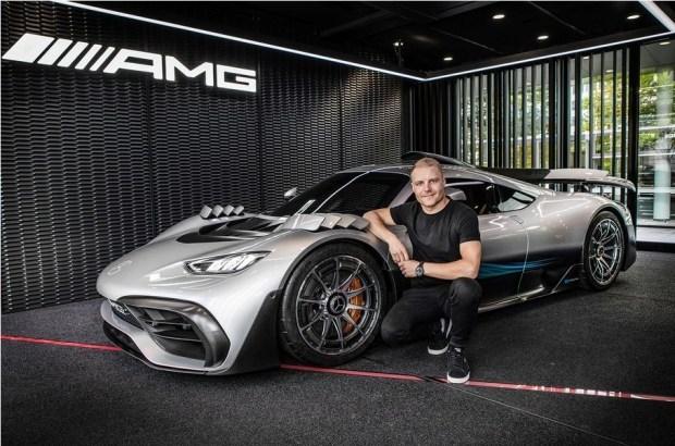 Раскрыт дизайн и интерьер серийного супергибрида Mercedes-AMG 1
