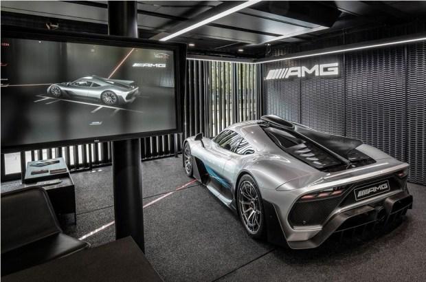 Раскрыт дизайн и интерьер серийного супергибрида Mercedes-AMG 2