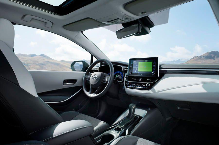 В Париже показали самую вместительную Toyota Corolla 3