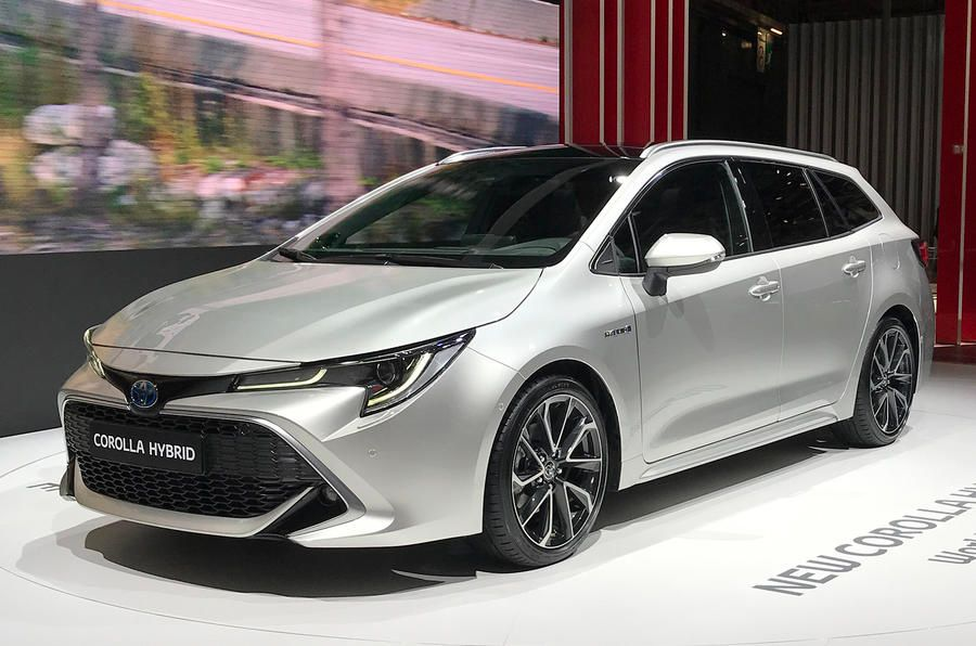 В Париже показали самую вместительную Toyota Corolla 1