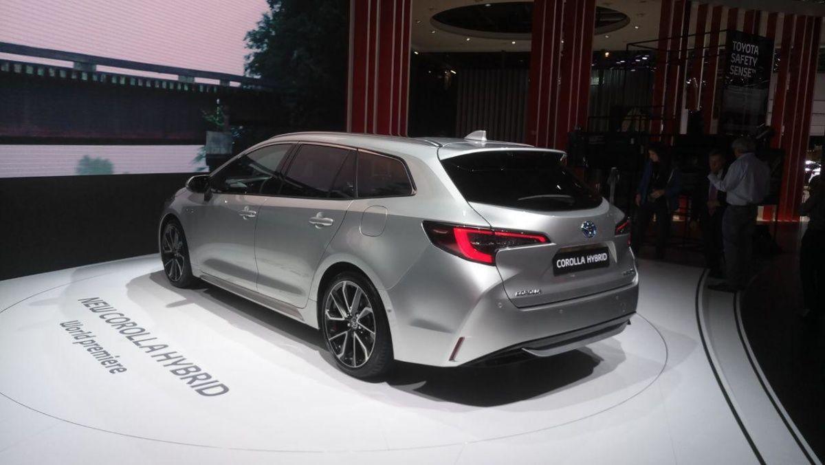 В Париже показали самую вместительную Toyota Corolla 2