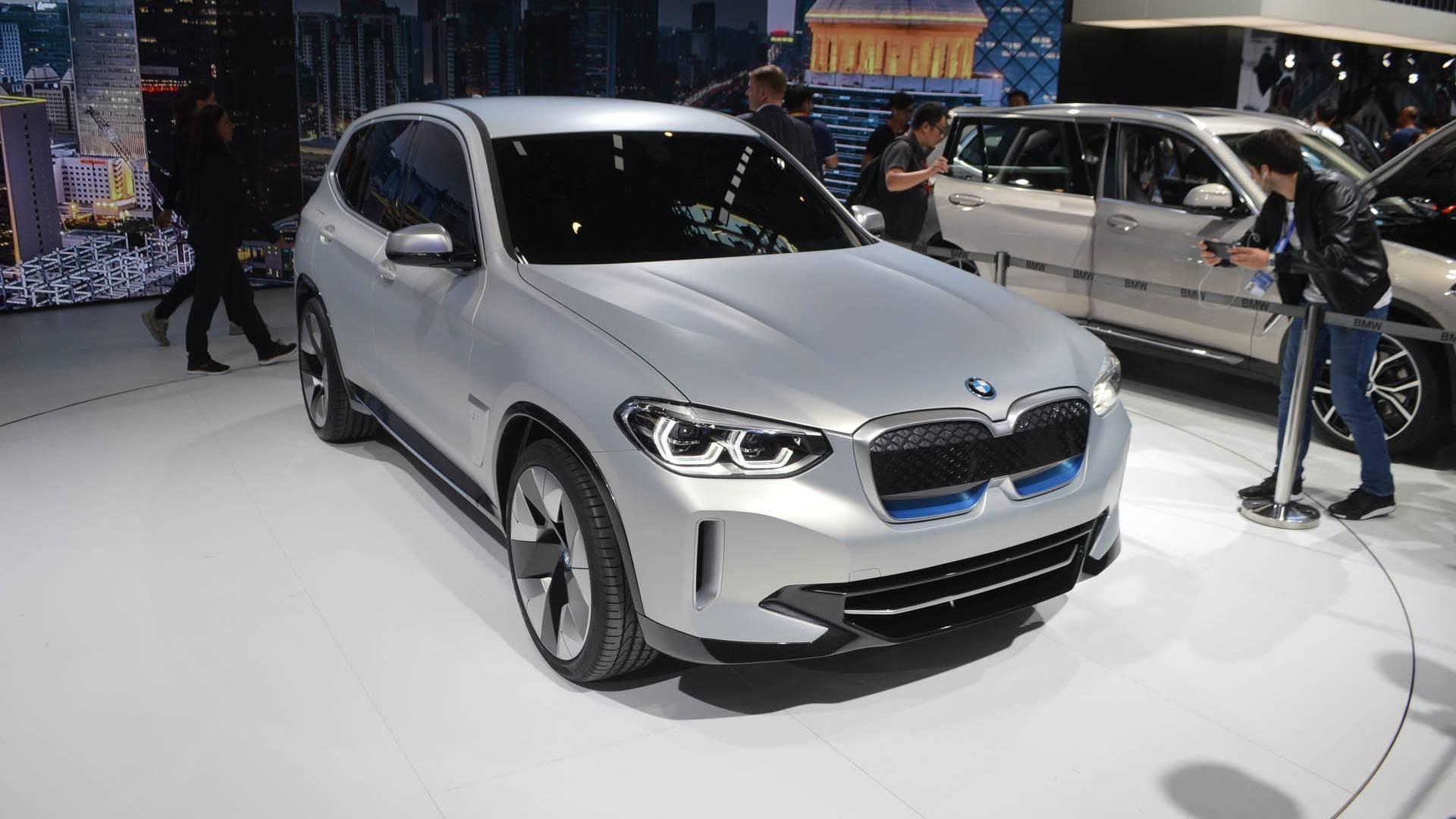 Водители выстроились в очередь за еще не собранными BMW iX3 1