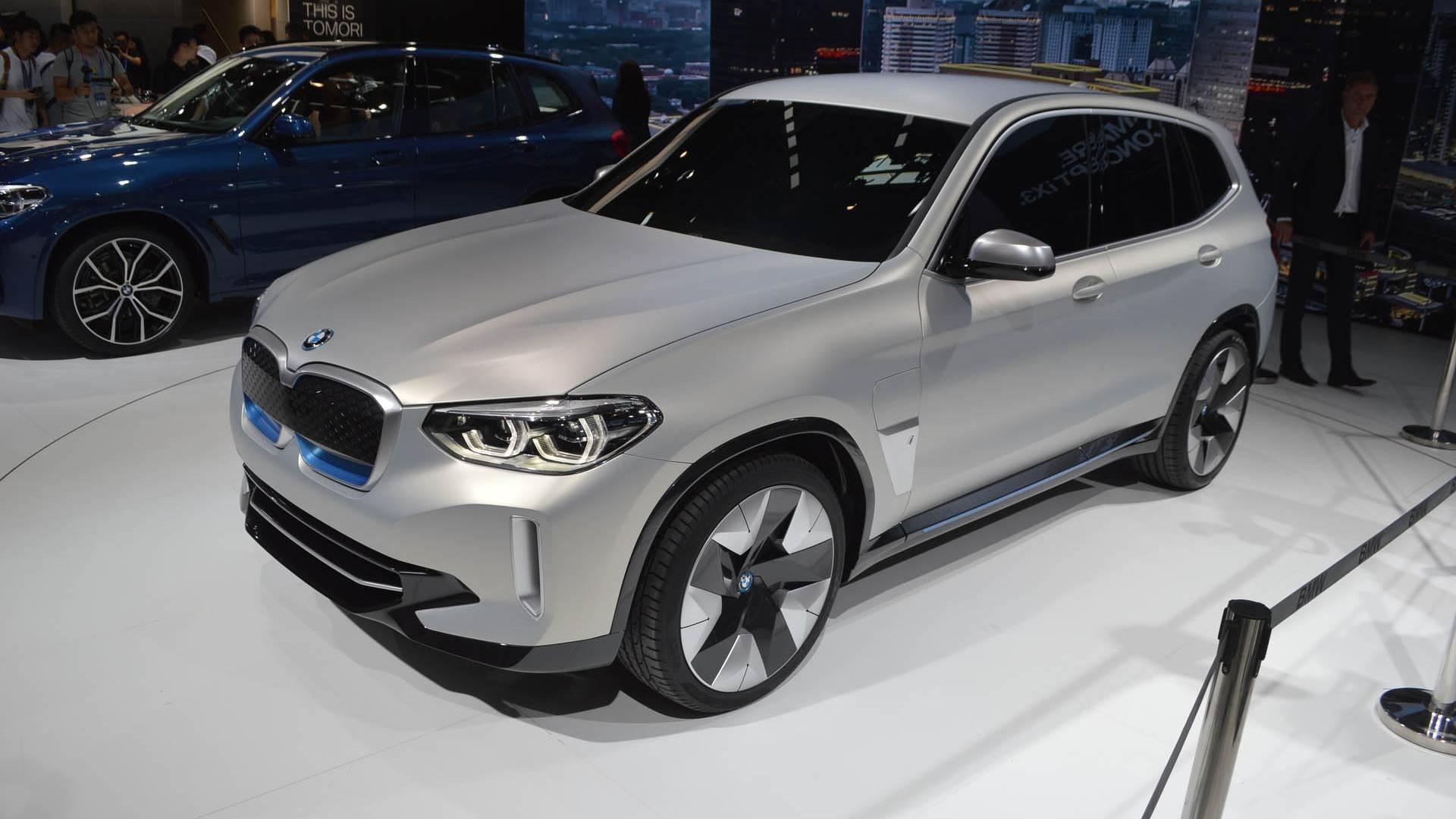Водители выстроились в очередь за еще не собранными BMW iX3 2