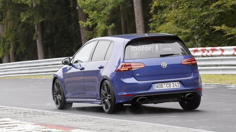 Volkswagen снова вывел на тесты заряженный хэтчбек Golf R420 2