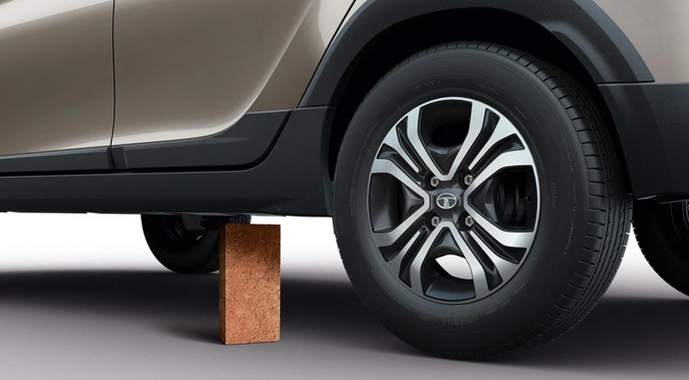 У Tata появился паркетник, который дороже конкурента от Ford 1