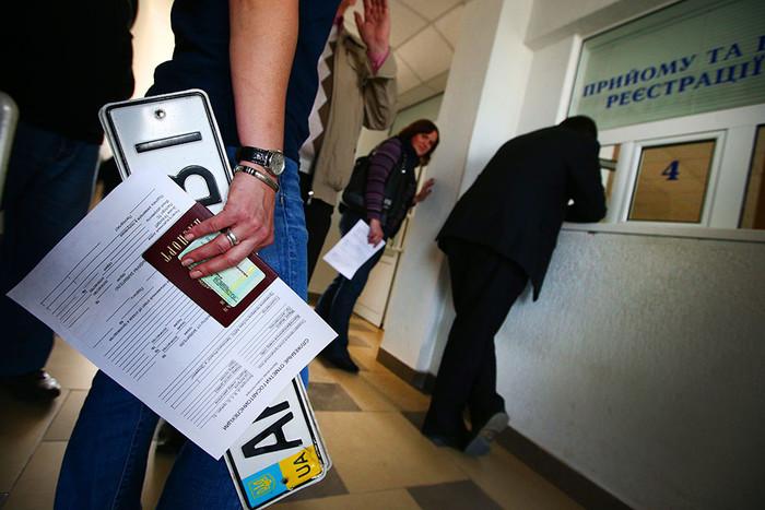 В Крыму автовладельцы вынуждены менять автомобильные номера, чтобы не «лишиться прав» 2