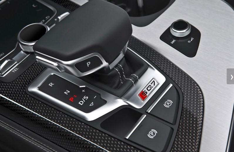 Audi представила «заряженный» SQ7 с электрическим наддувом 3