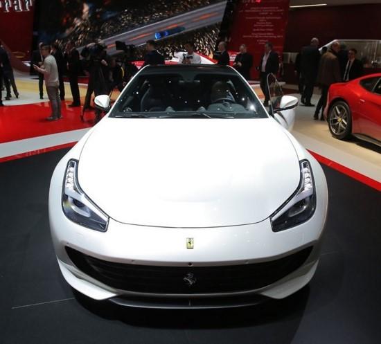 Ferrari GTC4Lusso - новинка женевского автосалона 1