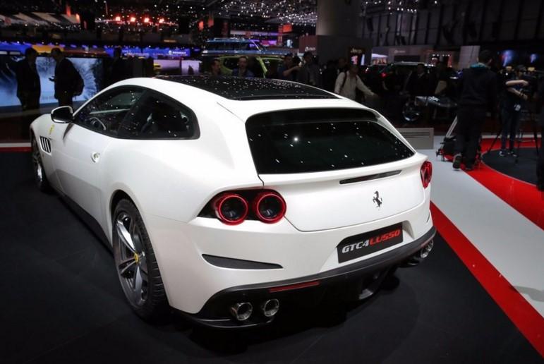 Ferrari GTC4Lusso - новинка женевского автосалона 2