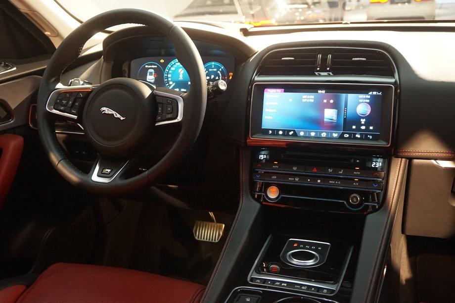 В Украине прошла презентация Jaguar F-Pace 4