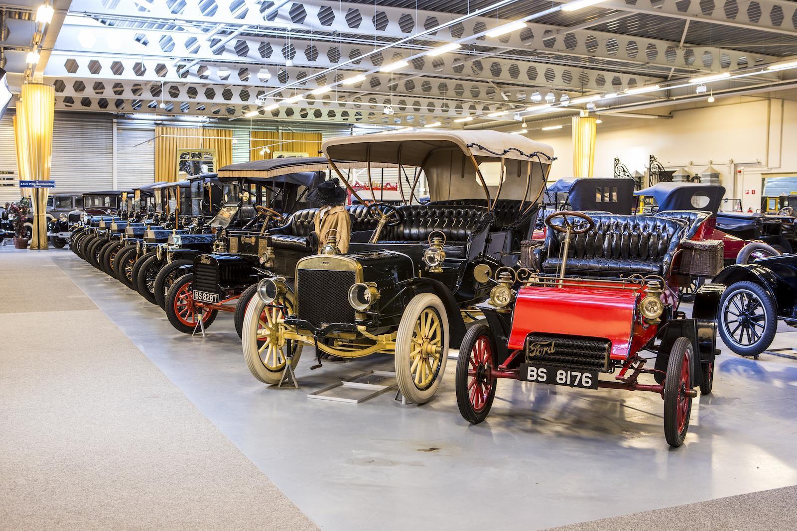 Крупную коллекцию ретромобилей Ford выставили на торги 1