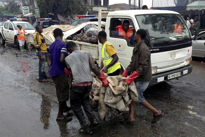 Автобус столкнулся с автомобилем: 20 человек погибли 1