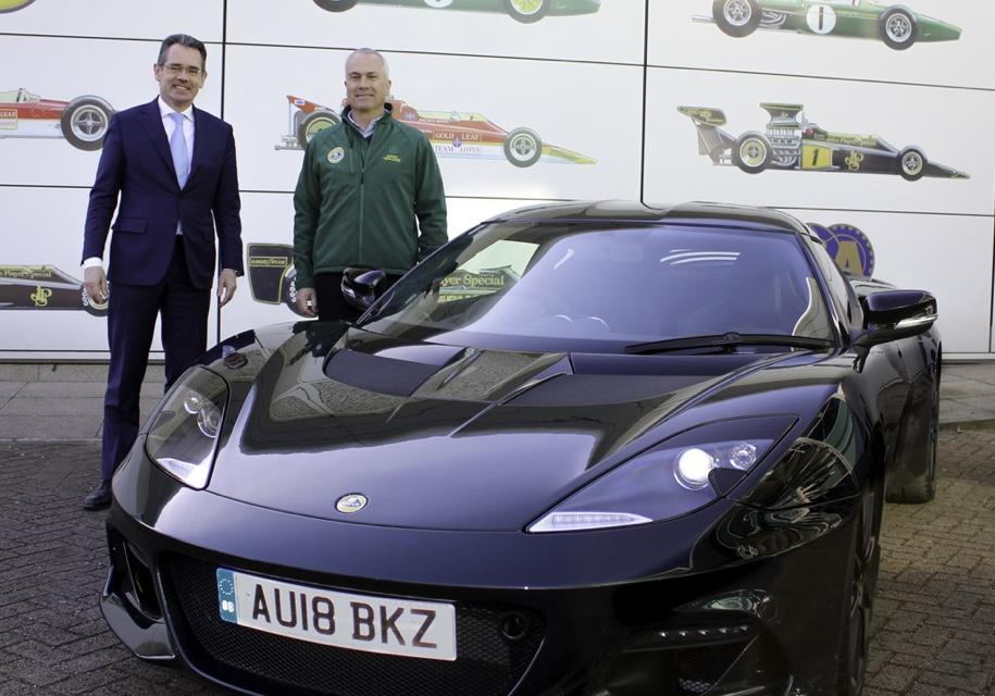 Сыну основателя Lotus получил в подарок трековое купе Evora 1