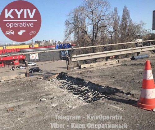 В Киеве продолжают «уставать» мосты 3