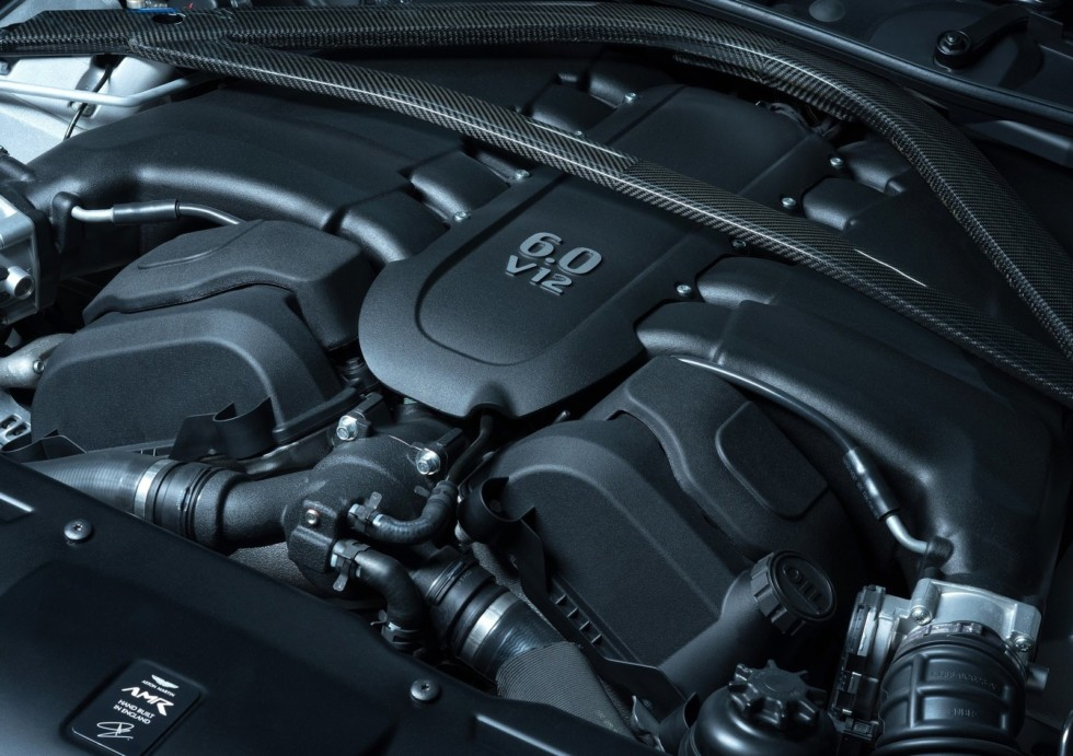 Самая мощная «четырехдверка» Aston Martin покоряет Нюрбургринг 1