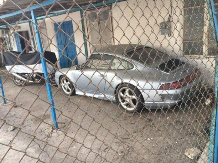 В Украине нашли брошенный Porsche 911  1