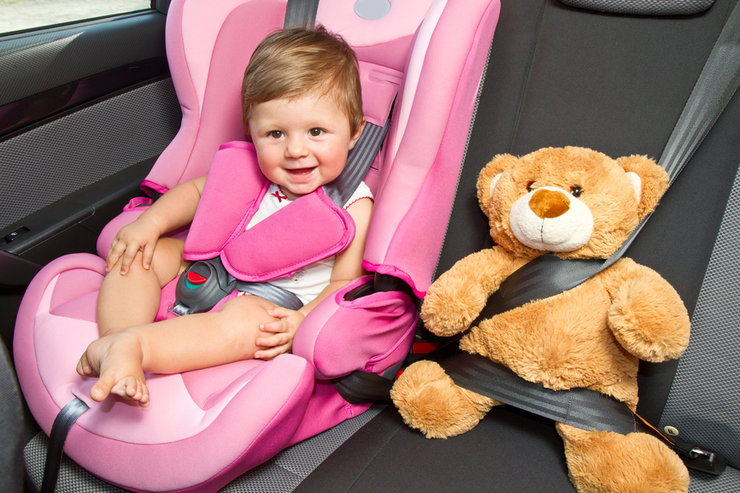 Названы места в авто, где безопаснее всего находиться ребенку 1