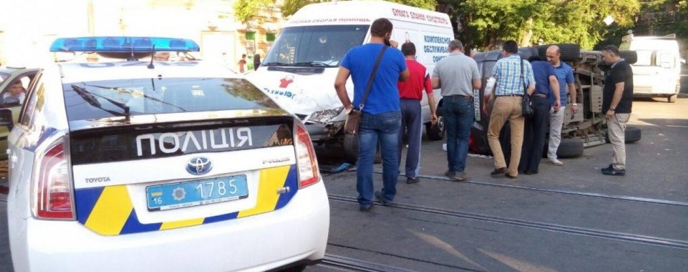 «У копов черная полоса: полицейская машина - причина тройного ДТП» 1