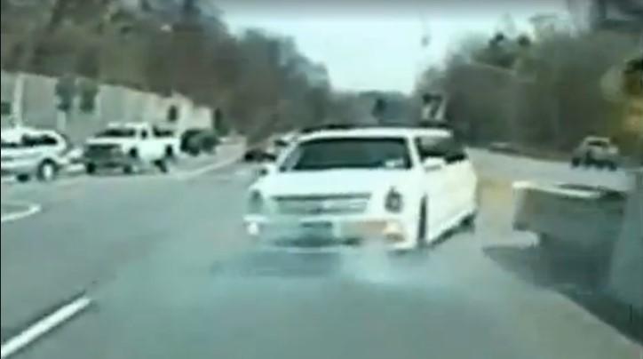 Вопреки нашумевшему видео: лимузин задним ходом удирает от полиции 1