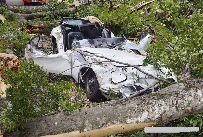 Автовладелец судится с коммунальными службами за расплющенный Toyota 2000GT 1